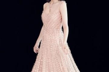 佟丽娅晒照穿一条亮片流苏开叉裙民国风的装扮太合适她了